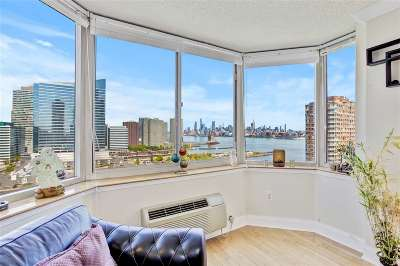 Jersey City Condo/Townhouse For Sale: 65 2nd St #1810