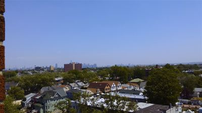 Bayonne Condo/Townhouse For Sale: 1225 Kennedy Blvd #8I