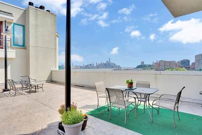 Weehawken Condo/Townhouse For Sale: 600 Harbor Blvd #1022-112
