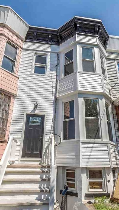 Jersey City Single Family Home For Sale: 180 Claremont Ave