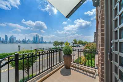 Weehawken Condo/Townhouse For Sale: 8 Henley Pl