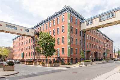 Jersey City Condo/Townhouse For Sale: 186 Wayne St #118D