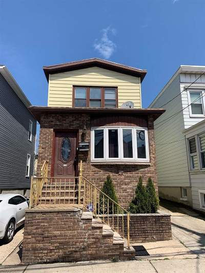 Bayonne Single Family Home For Sale: 39 West 26th St