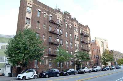 Jersey City Condo/Townhouse For Sale: 821 Bergen Ave #D1