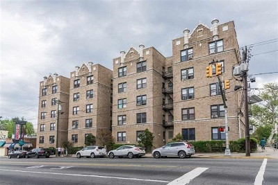 Jersey City Condo/Townhouse For Sale: 2700 Kennedy Blvd #106A