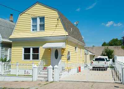 North Bergen Single Family Home For Sale: 2028 46th St