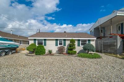 Single Family Home For Sale: 215 Cedar Drive