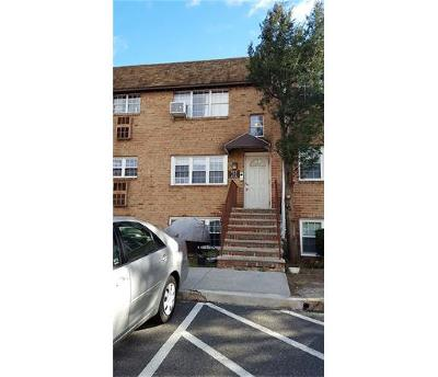 Edison Condo/Townhouse For Sale: 12 College Drive #12