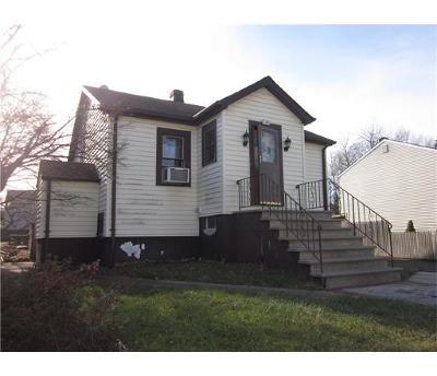 South Plainfield Single Family Home For Sale: 149 Elliott Place