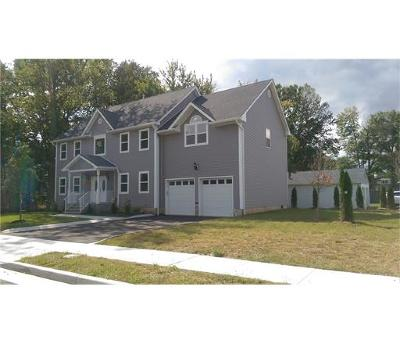 South Plainfield Single Family Home For Sale: 320 Beatrice Place