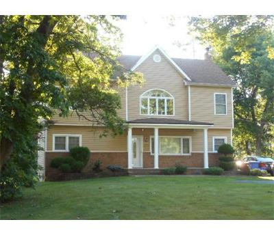 Piscataway Single Family Home For Sale: 1440 Greenwood Drive