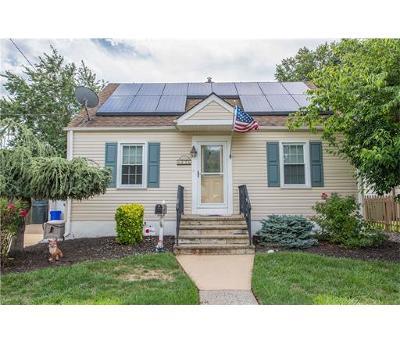 Edison Single Family Home For Sale: 82 Sharon Avenue