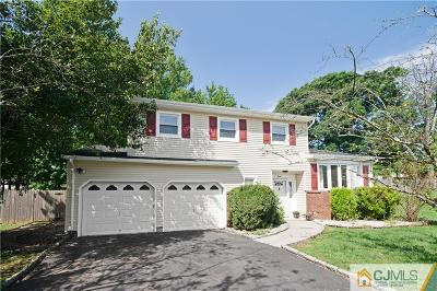 Edison Single Family Home For Sale: 7 Finch Court