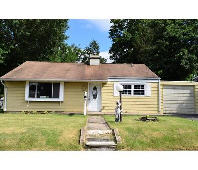 Edison Single Family Home For Sale: 32 Winthrop Road