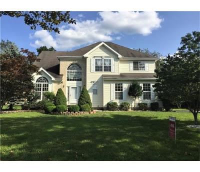 Piscataway Single Family Home For Sale: 22 Autumn Drive