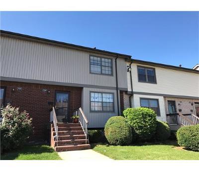 WOODBRIDGE Condo/Townhouse For Sale: 704 Maple Hill Drive #704