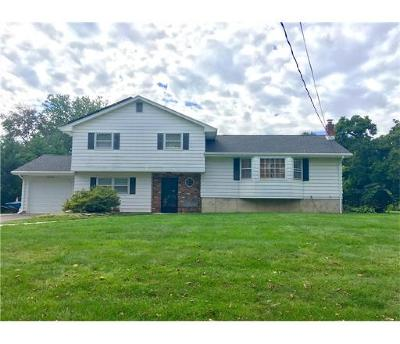 Monroe Single Family Home For Sale: 24 Woodcrest Circle