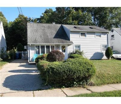 Iselin Single Family Home For Sale: 65 Homes Park Avenue