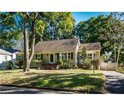 South Plainfield Single Family Home For Sale: 221 Oakmoor Avenue