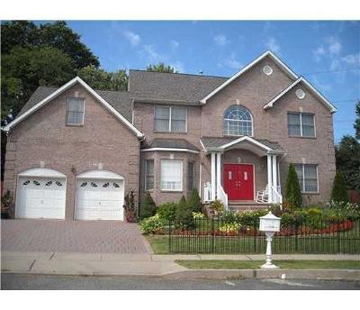 Edison Single Family Home For Sale: 17 Melbloum Lane