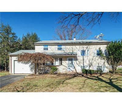 Piscataway Single Family Home For Sale: 4 Rivercrest Drive
