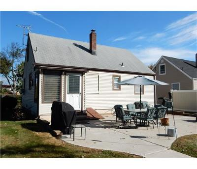 Woodbridge Proper NJ Single Family Home For Sale: $309,999