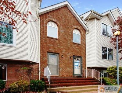 Perth Amboy Condo/Townhouse For Sale: 605 Holly Drive #605