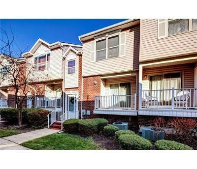 Perth Amboy Condo/Townhouse For Sale: 468 Great Beds Court #468
