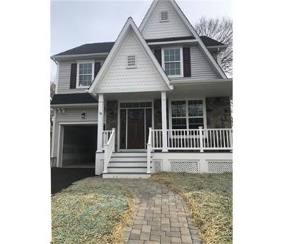 Metuchen Single Family Home For Sale: 18 Peltier Avenue
