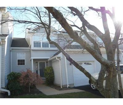 Sayreville Condo/Townhouse For Sale: 133 Colony Club Drive #1402