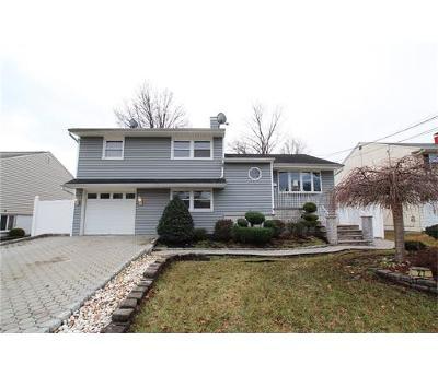 Colonia Single Family Home For Sale: 27 Marlboro Lane