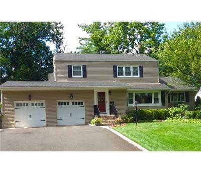 Metuchen Single Family Home For Sale: 99 Clarendon Court