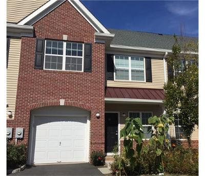 Piscataway Condo/Townhouse For Sale: 54 Andrews Way #954