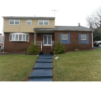 Sayreville Single Family Home For Sale: 77 Deerfiel Road