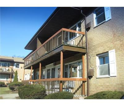Iselin Condo/Townhouse For Sale: 55 Gills Lane #70