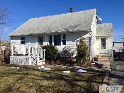 Iselin Single Family Home For Sale: 8 Cabot Place