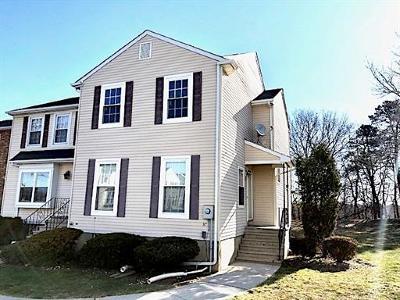 Sayreville Condo/Townhouse For Sale: 37 Delikat Lane