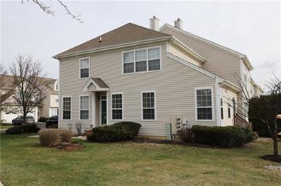Sayreville Condo/Townhouse For Sale: 51 Straton Court #906