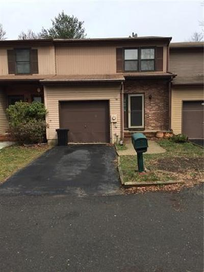 East Brunswick Condo/Townhouse For Sale: 22 Stout Court