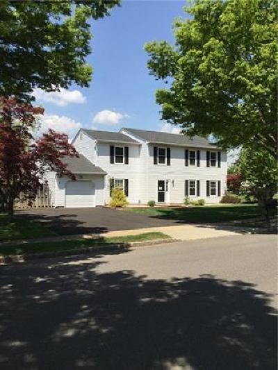 Piscataway Single Family Home For Sale: 2 Wyndham Way