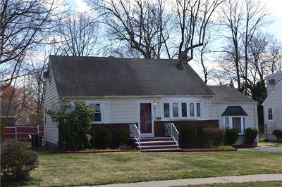 South Plainfield Single Family Home For Sale: 149 Gubernat Drive