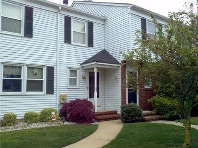 Sayreville Condo/Townhouse For Sale: 22 Rosewood Court