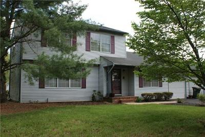 Piscataway Single Family Home For Sale: 1 Wyndham Way