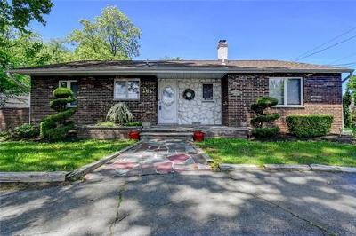 Colonia Single Family Home For Sale: 262 Lake Avenue