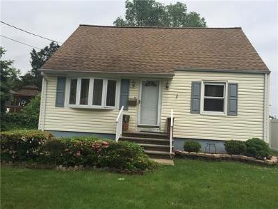 South Plainfield Single Family Home For Sale: 139 Oakmoor Avenue