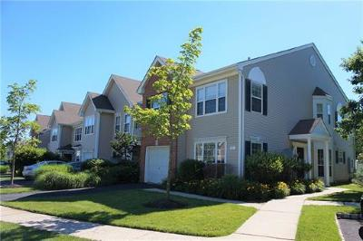 East Brunswick Condo/Townhouse For Sale: 91 Windsong Circle #1