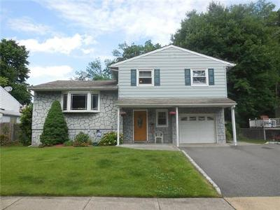 Metuchen Single Family Home For Sale: 26 Desser Place