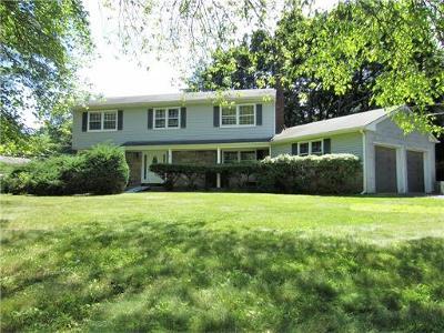 East Brunswick Single Family Home For Sale: 2 Meadowlark Lane