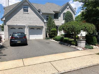 Edison Single Family Home For Sale: 21 Morning Glory Lane