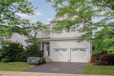 East Brunswick Single Family Home For Sale: 37 Park Knoll Drive